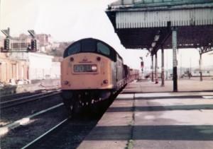 40-162-at-wakefield-kirkgate-24th-nov-1982